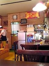 ウリ商店:店�テーブル席と厨房06-08-11_16-33.jpg