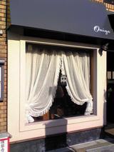 レストラン大宮:店�伝法院通りに面した窓081221.jpg
