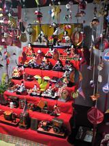 まち蔵藍:店�座敷に並ぶ有職雛人形�100221
