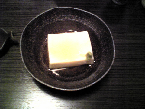 手打蕎麦おざわ:�蕎麦豆腐450円巨大全景081103.jpg