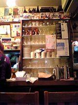 グリルビクトリヤ:店内�厨房横食器棚06-01-26