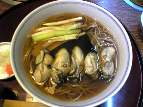 近江家:�牡蠣そば1370円巨大全景081107.jpg