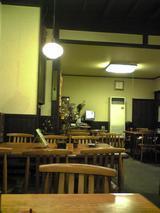 東京庵:店�奥に続くテーブル席100223
