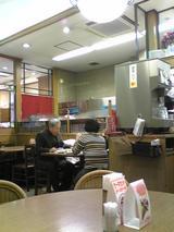 志津屋四条店:店�喫茶入口付近テーブル席091231