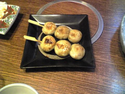 近江家:�蕎麦団子680円巨大全景081107.jpg