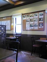 讃岐うどんたち花:店�壁の写真入品書き070916.jpg