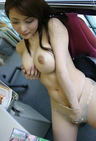 オマンコをクチュクチュしてる女05