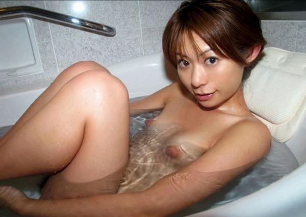 お姉さんがお風呂に入ってるエロ画像03