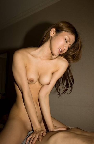 エッチ中の女の子のエロ画像23