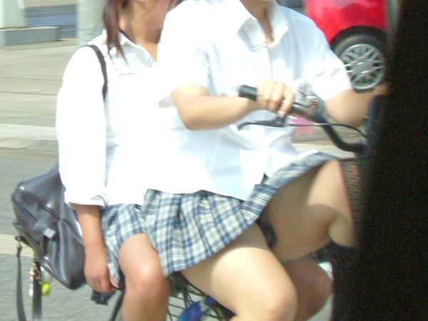 女子校正のパンチラ11