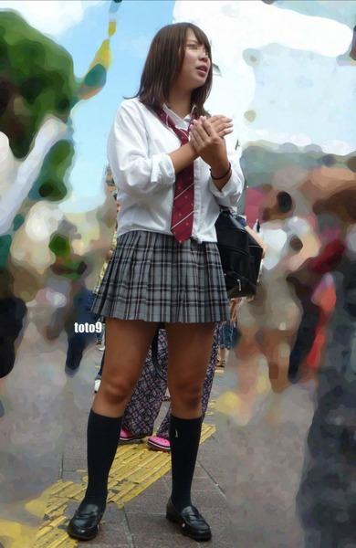 スカート短い通学中のJK11