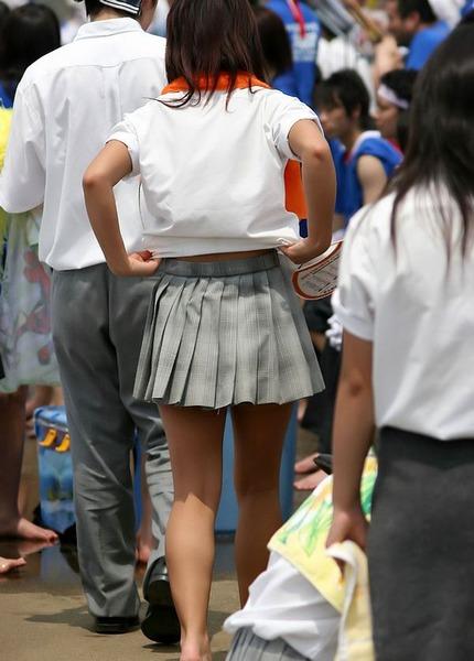 スカート短い通学中のJK03