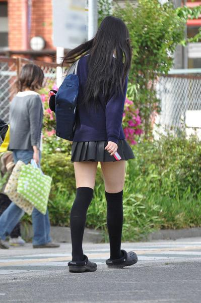 スカート短い通学中のJK20