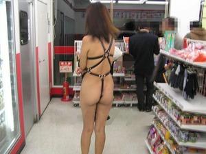 お店の中で撮影した露出画像www エロちら速報19