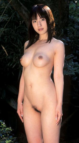 真正面からじっくり女性の全裸を眺める画像15
