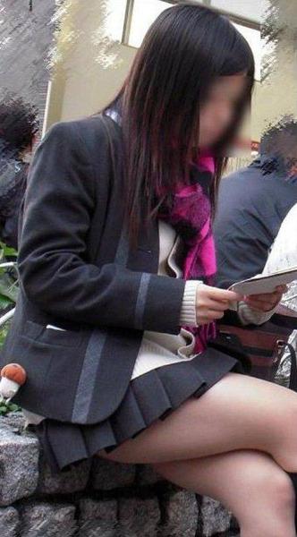 スカート短い通学中のJK19