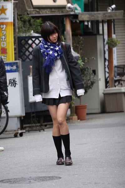 スカート短い通学中のJK10