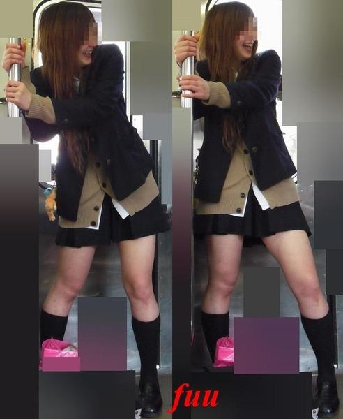 スカート短い通学中のJK13