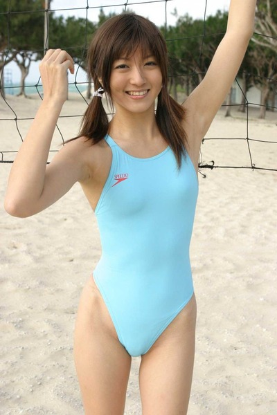 競泳水着ってビキニとかにないエロさがある17
