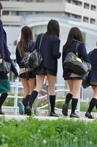 女子校正のパンチラ01