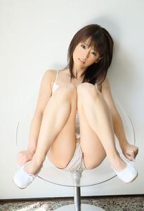 M字開脚してる女の子のエロ画像08