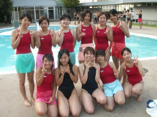 競泳水着ってビキニとかにないエロさがある19