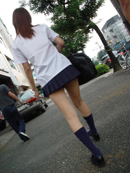 スカート短い通学中のJK12
