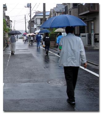 雨のパトロール
