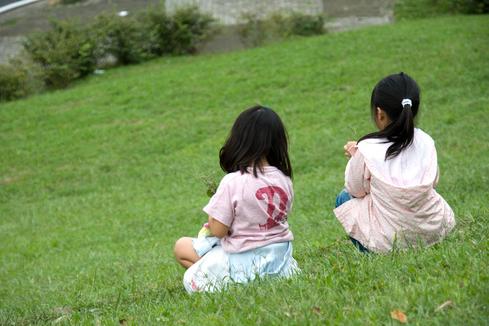 花摘む娘たち