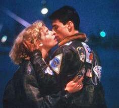 4b687ebb19eed767f1e67596ee777501--top-gun-movie-movie-kisses