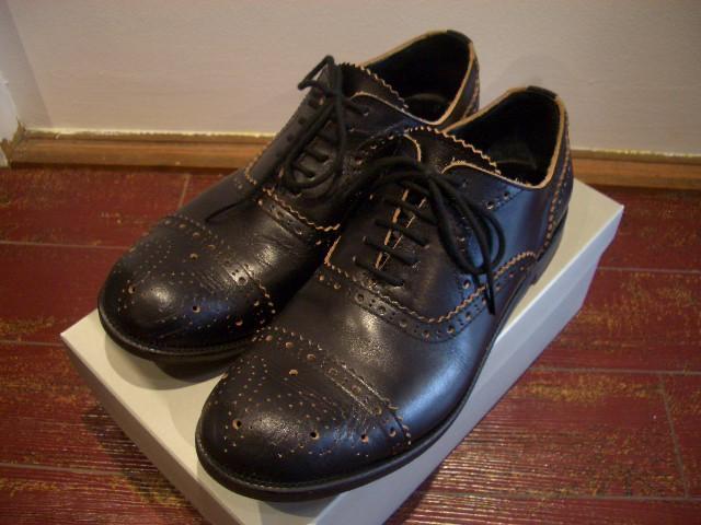 ギャルソンの革靴です☆