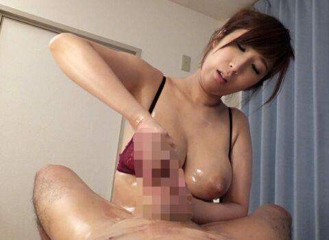 (彩奈リナ)爆乳美熟女デリヘル嬢の密着ヌルヌル素股からの掟破りの本番生中SEX!