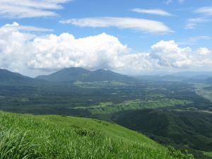 下り 蒜山と夏の雲
