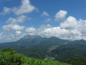 大山と烏ヶ山が見えます