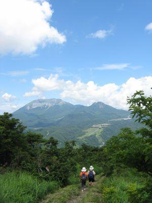 大山を正面に下山