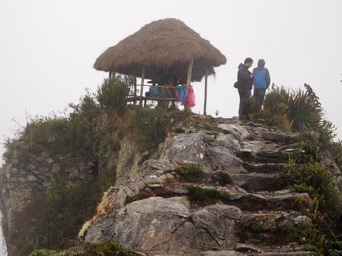 ペルー(3) インカ道(月の神殿、マチュピチュ山、ハチドリの映像も!)
