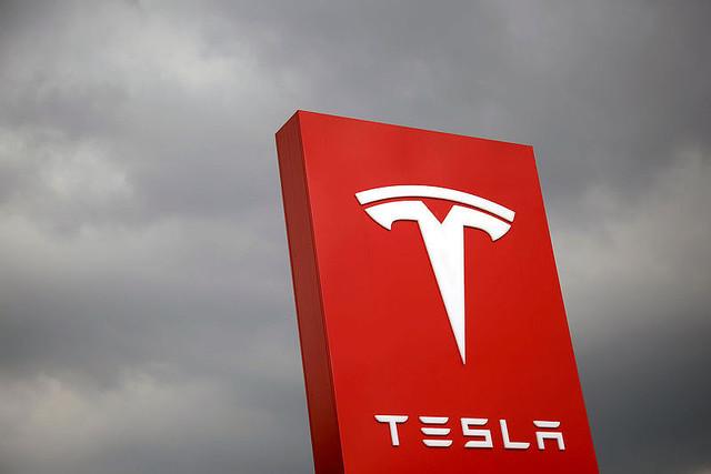 テスラが18億ドル分の社債(ジャンク級)を5.3%の利回りで発行。投資家に大人気で瞬間蒸発!