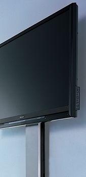 8畳の部屋に168万円の84インチ4Kテレビを置くとこうなる