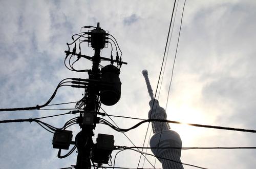 電線とスカイツリー
