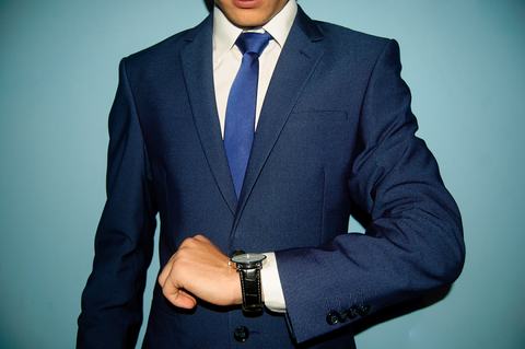 【悲報】スーツ一式買ったら14万って、青山おまえ・・・