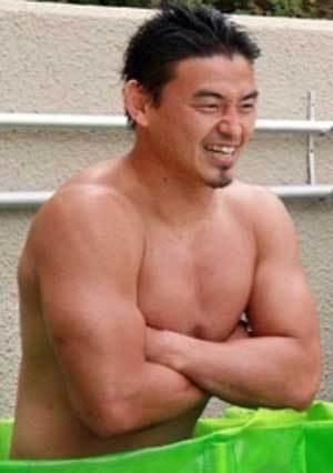 五郎丸選手の裸体