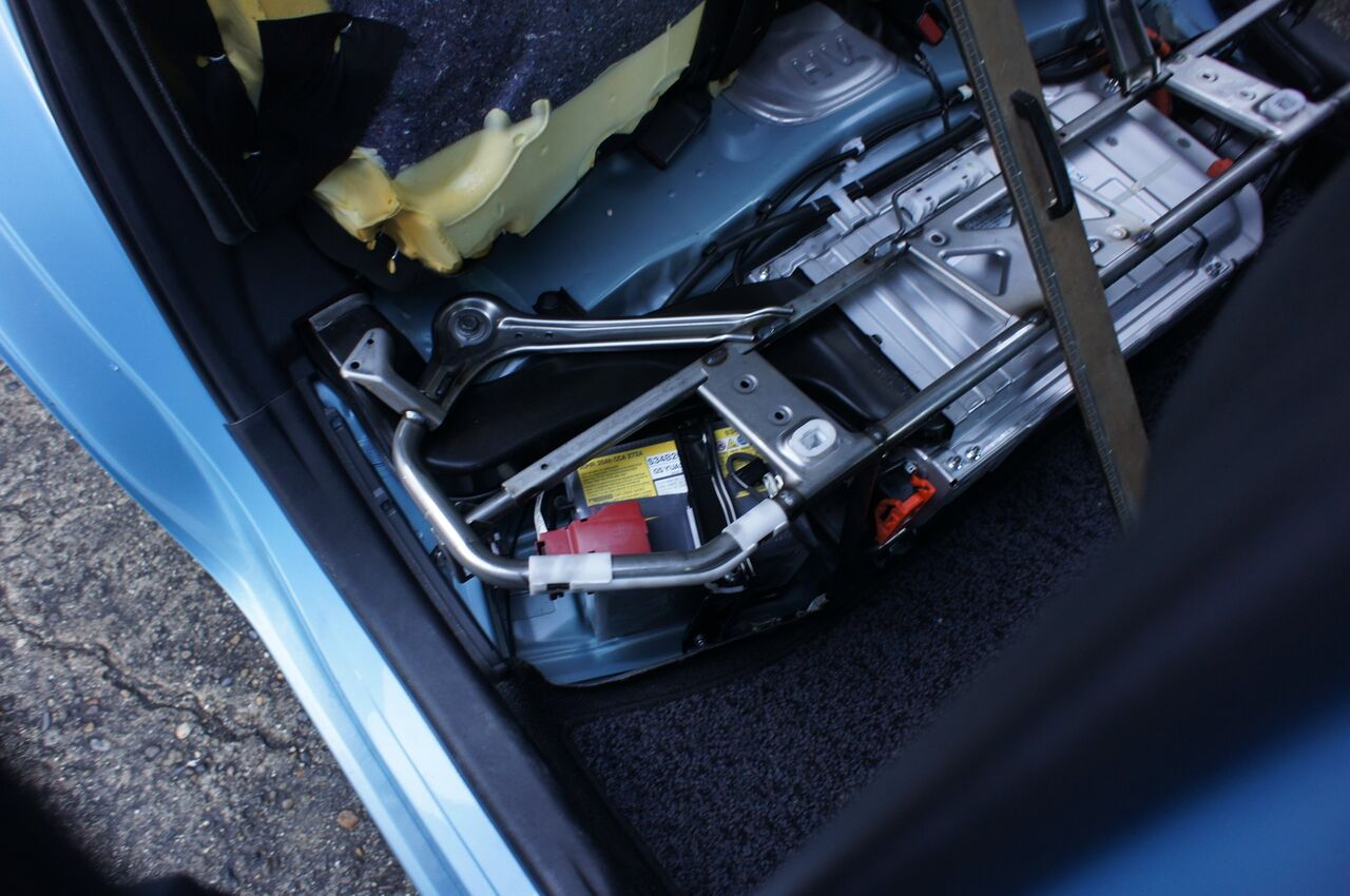 交換 アクア バッテリー トヨタ アクアのバッテリー交換時期と費用は?長持ちさせるコツはある?