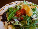 「春野菜とキヌアのバランスサラダ」