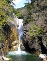 壮麗な「仙娥滝」!