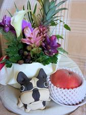 お誕生日のお花と桃♪