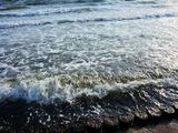 波が押し寄せてきます