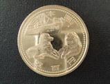 ワン子が描かれた記念硬貨。