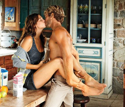 33b54d92af34318ef1d44471a13df4e4--hot-couples-small-kitchens