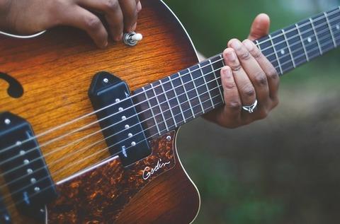 guitar-1537991_640