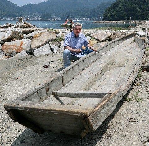 【豪雨】いったいどこから?熊本県の海水浴場で、100年以上前の明治時代の小舟が見つかる。西日本豪雨で漂着か